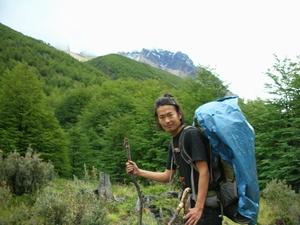 トーレスキャンプ場への道は登山そのもの