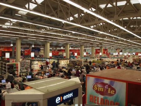 オソルノのスーパー。チリのスーパーは楽しい。