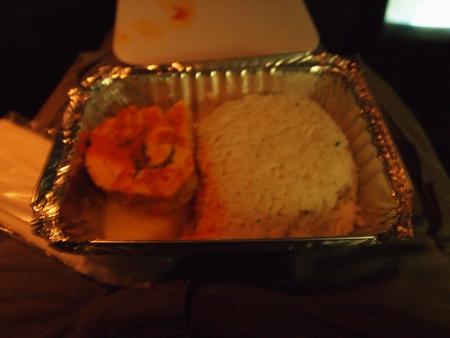 リマからクスコへ向かうCIVA社の夜行バスで車内食。LANの機内食よりおいしい
