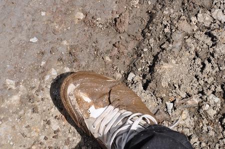 マチュピチュ行きの途中の悪路。靴は泥まみれ