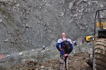 マチュピチュ行きの途中の山道ががけ崩れで通行止め。さすがのバイカーも途方に暮れる