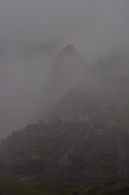 見張り小屋からのマチュピチュ。すっかり雲の中の天空都市