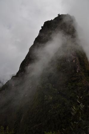 目の前に立ちふさがるワイナピチュ。これを登っていくのか