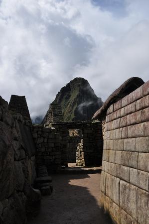 マチュピチュの王女の宮殿の外壁とワイナピチュ