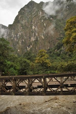 マチュピチュからマチュピチュ村へ。こんな橋も渡る