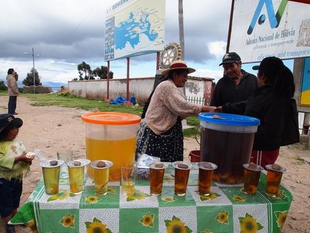 ペルー、ボリビアの国境で売られていた不思議な飲み物