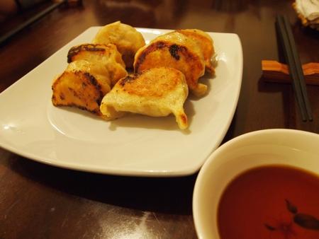 ボリビアで一番有名な日本食屋さんの「けんちゃん」で食べる餃子