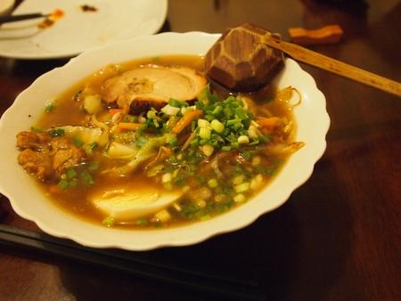 ボリビアで一番有名な日本食屋さんの「けんちゃん」で食べるスタミナラーメン