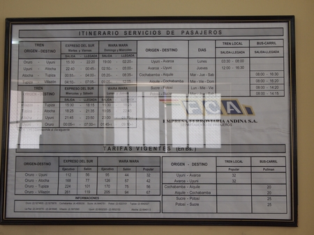 ラ・パスからウユニへ行く電車の時刻表。2011年3月25日現在
