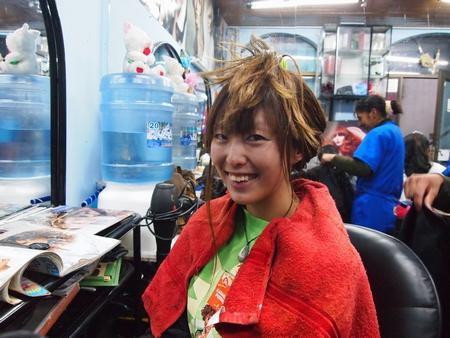 ボリビアといえばボリパー。ラパスでは旅人の定番。髪が長いと、まずまとめるところから