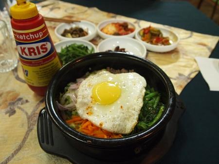 ラパスの韓国料理「コリア・タウン」でビビンバを頼む