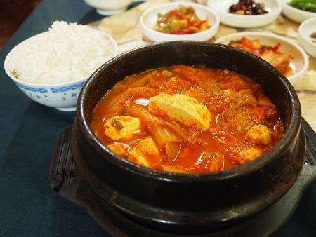 ラパスの韓国料理「コリア・タウン」でキムチチゲを頼む