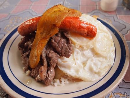 ボリビアでは朝からがっつりメルカドの安定食