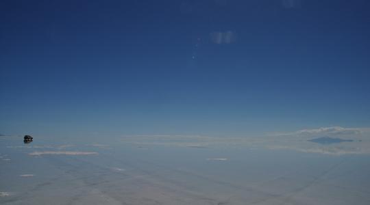 いよいよウユニ塩湖へ到着!時期ハズレでもばっちり鏡張り!