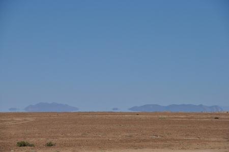 ついに遠くにウユニ塩湖がまるで陽炎のように見えてきた