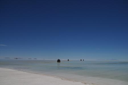 目の前にはこれでもかというくらい大きなウユニ塩湖が広がる