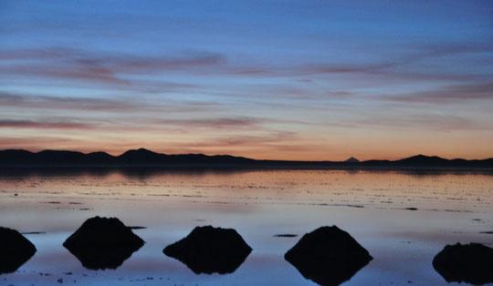 たくさんの景色を持つウユニ塩湖の朝