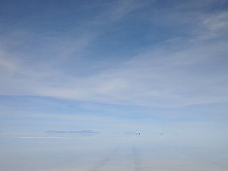 今日のウユニ塩湖にはウロコ雲が広がっている