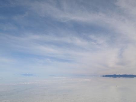 今日のウユニ塩湖では薄い雲の中に包まれているよう。その1