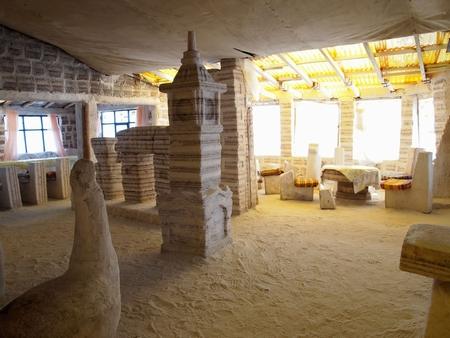 ウユニ塩湖の塩のホテル「プラヤブランカ」はホテルもベッドも机も椅子も、インテリアもぜーんぶ塩!で出来てる。その3