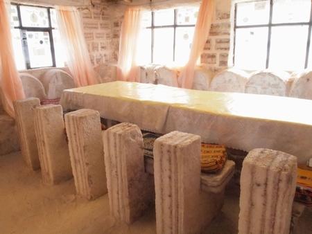ウユニ塩湖の塩のホテル「プラヤブランカ」はホテルもベッドも机も椅子も、インテリアもぜーんぶ塩!で出来てる。その4