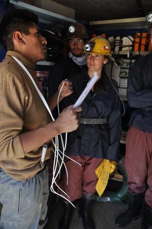 ポトシの鉱山ツアーでは事前に鉱山の作業員への差し入れを買う