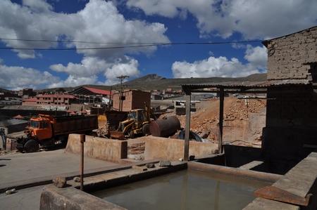 ポトシの鉱山ツアーで見学する原石の精製工場