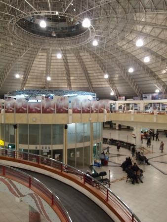 ポトシのバスターミナルは鉱山の設備とは対照的に近代的で立派な作り