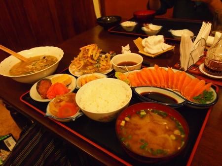 ラ・パスの日本食料理屋けんちゃんのトゥルーチャ刺身定食