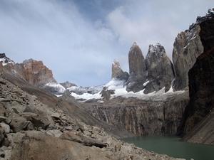 3つの峰が連なる山。トーレスデルパイネ