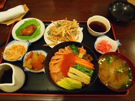 ラパスの日本食料理屋けんちゃんの看板料理。トルゥーチャちらし