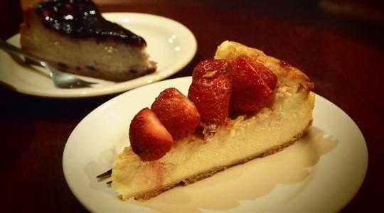 ラパスの高級WiFiカフェ「アレキサンダーカフェ」のチーズケーキは絶品