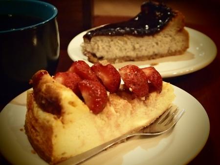 アレキサンダーカフェのWiFiは微妙だったけど、チーズケーキはおいしかった