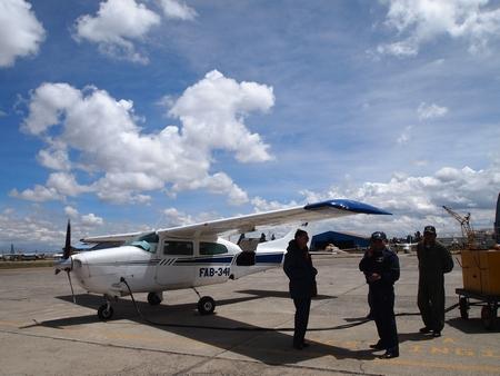 ラパスからルレナバケ行きの飛行機は4人乗りのプライベートセスナ機