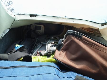 ルレナバケ行きのプライベートセスナは荷物室もかなり小さい。車のトランクって感じ