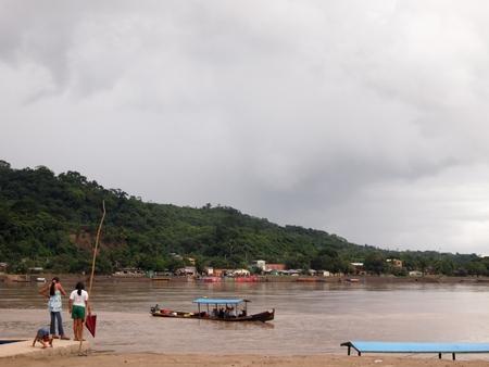 ルレナバケの町はコンパクト。すぐ近くに川も流れる