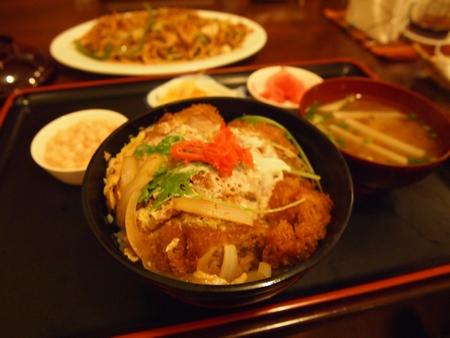 ラ・パスの日本食屋けんちゃんの名物カツ丼