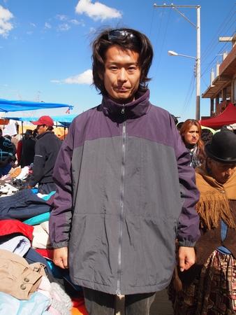 ラ・パスの泥棒市でコロンビアの古着をゲット